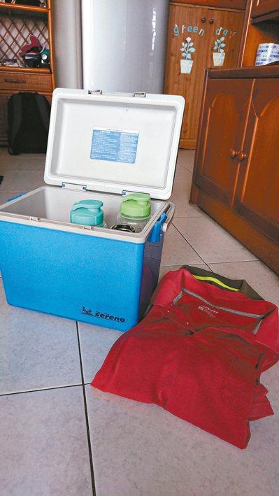 突發奇想,買了個中型冰箱,裡面可以放開水、水果,還有毛巾,一直可以保持冰度。 圖...