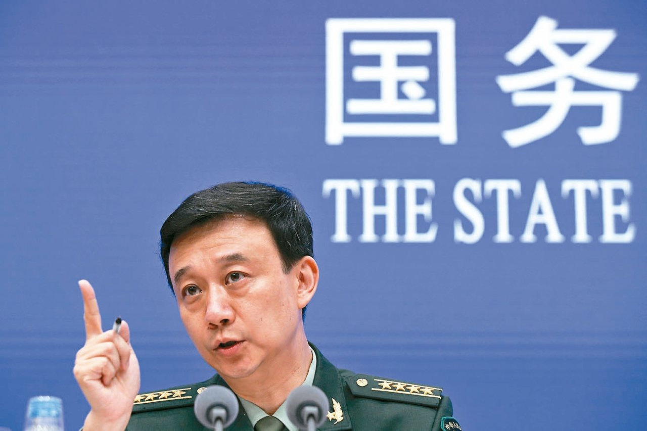 中國國防部發言人吳謙今天表示,已向美方提出嚴正交涉和抗議。 (美聯社)
