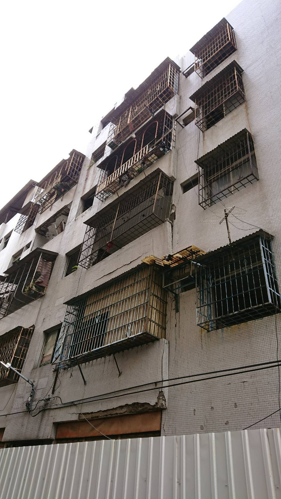 新北市政府昨正式發布「都市更新權利變換實施者申請拆除或遷移土地改良物辦法」,實施...