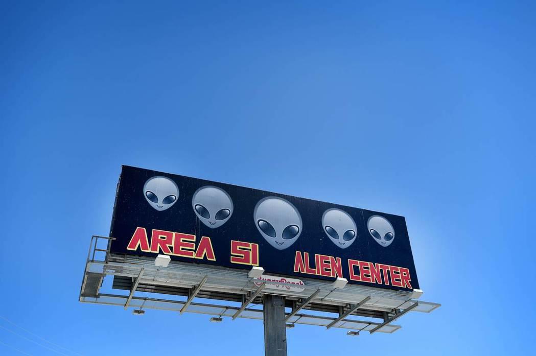 數周前美國加州一名男子在臉書發起「攻占51區」尋找外星人行動。 (法新社)