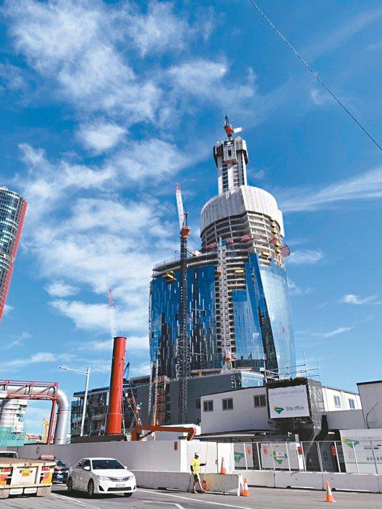 台灣富豪愛投資澳洲,雪梨指標豪宅案「布朗格魯一號皇冠住宅」來台搶客。圖為興建中的...