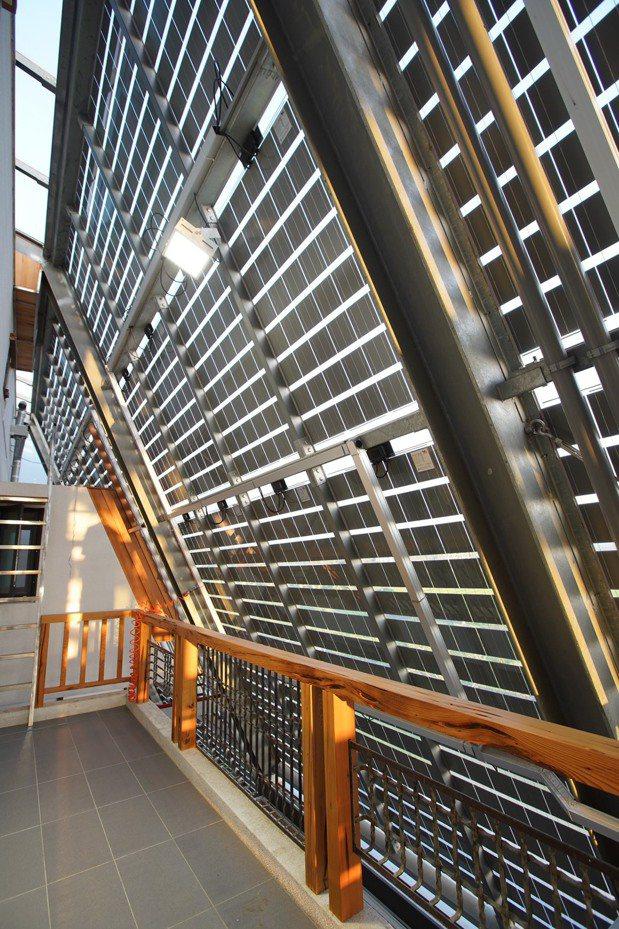 沅碁光電總經理鄭博文打造自家成為環保節能屋。 圖/鄭博文提供