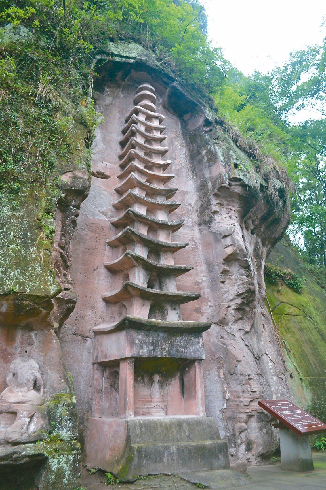 舍利塔為晚唐祕檐式摩岩浮屠,共13層。 特派員王玉燕/攝影