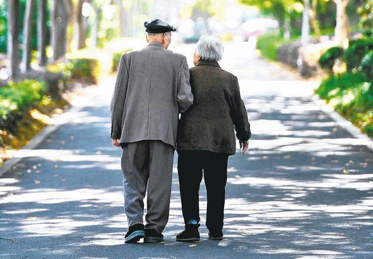 長壽趨勢下,準備充足的退休金已迫在眉睫。 本報資料照片