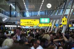 加油問題延誤上百航班 數千人困阿姆斯特丹機場