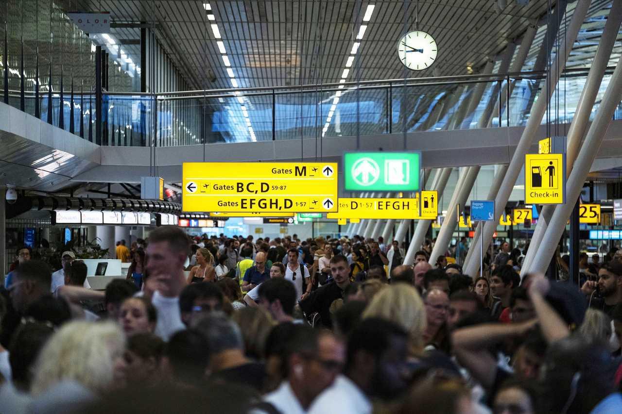 荷蘭阿姆斯特丹史基普機場(Schiphol Airport)今天因加油作業出問題...