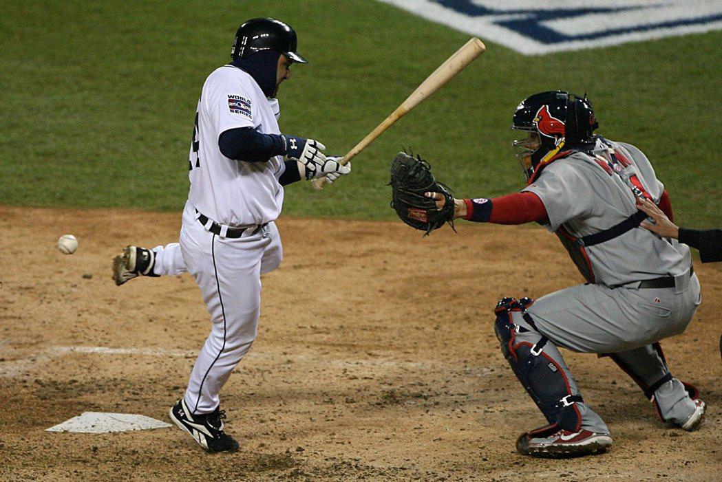 2006年10月,老虎隊Placido Polanco在場上被對手紅雀隊投手Josh Kinney的觸身球打到。 圖/美聯社