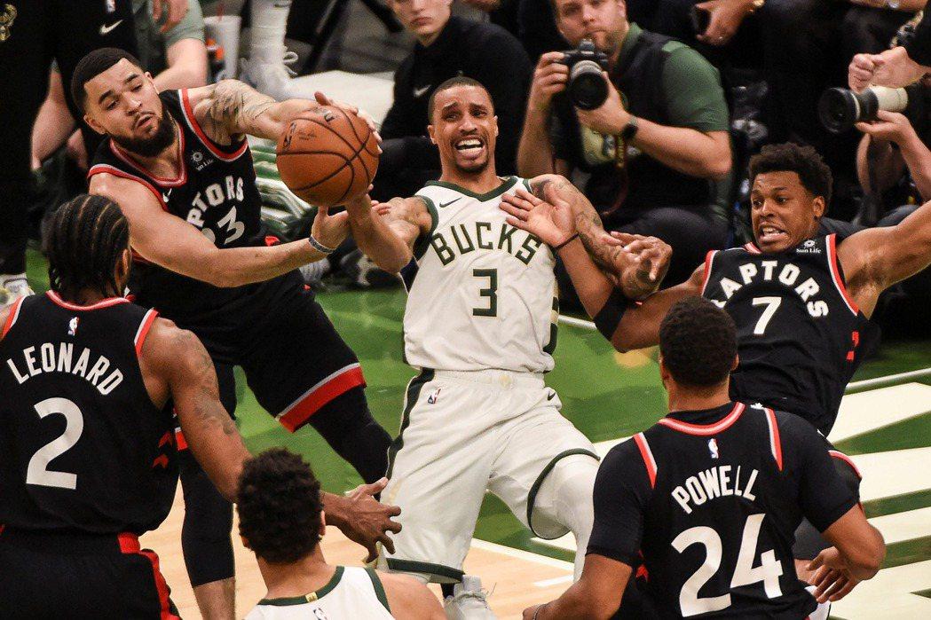 我們不會要求對手在籃球場上不能打手犯規。圖為2019年5月,暴龍對上公鹿時戰況激烈。  圖/路透社