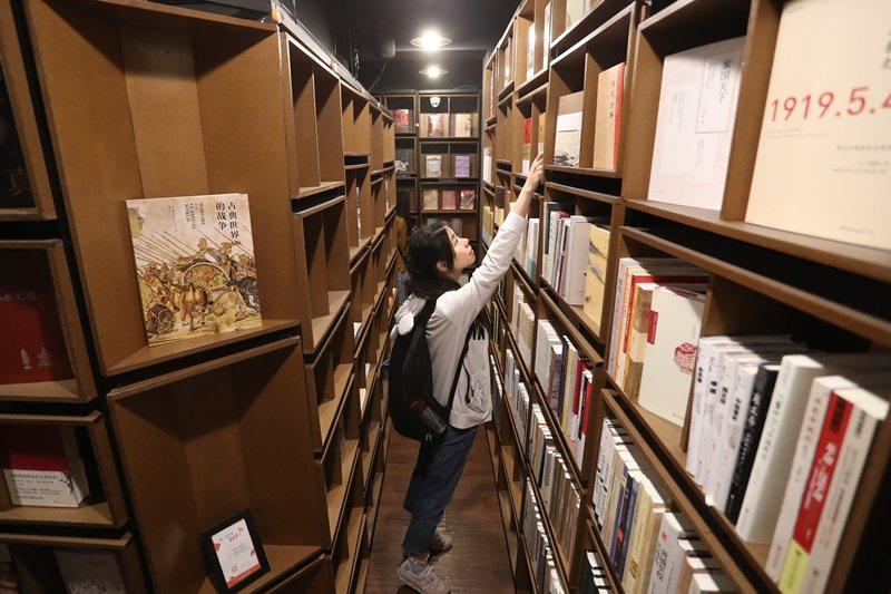 中國「天貓商城」與「志達書店」合作共同打造無人書店。 圖/中新社