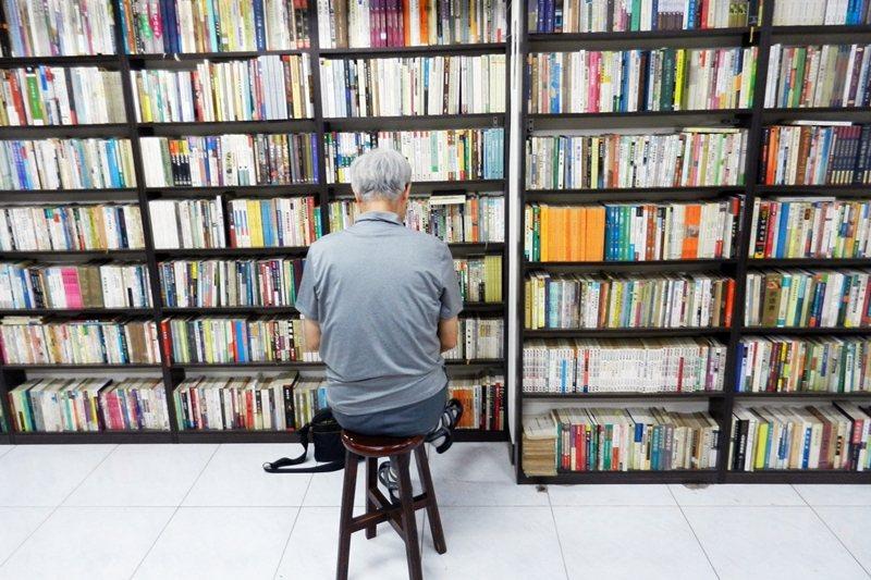 無人管理的模式,使得人們在書店裡不會有被店員關注的壓力。 圖/作者自攝