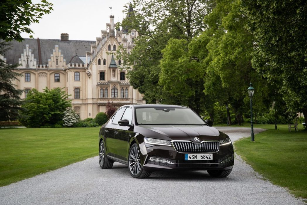 小改款ŠKODA Superb。 摘自ŠKODA