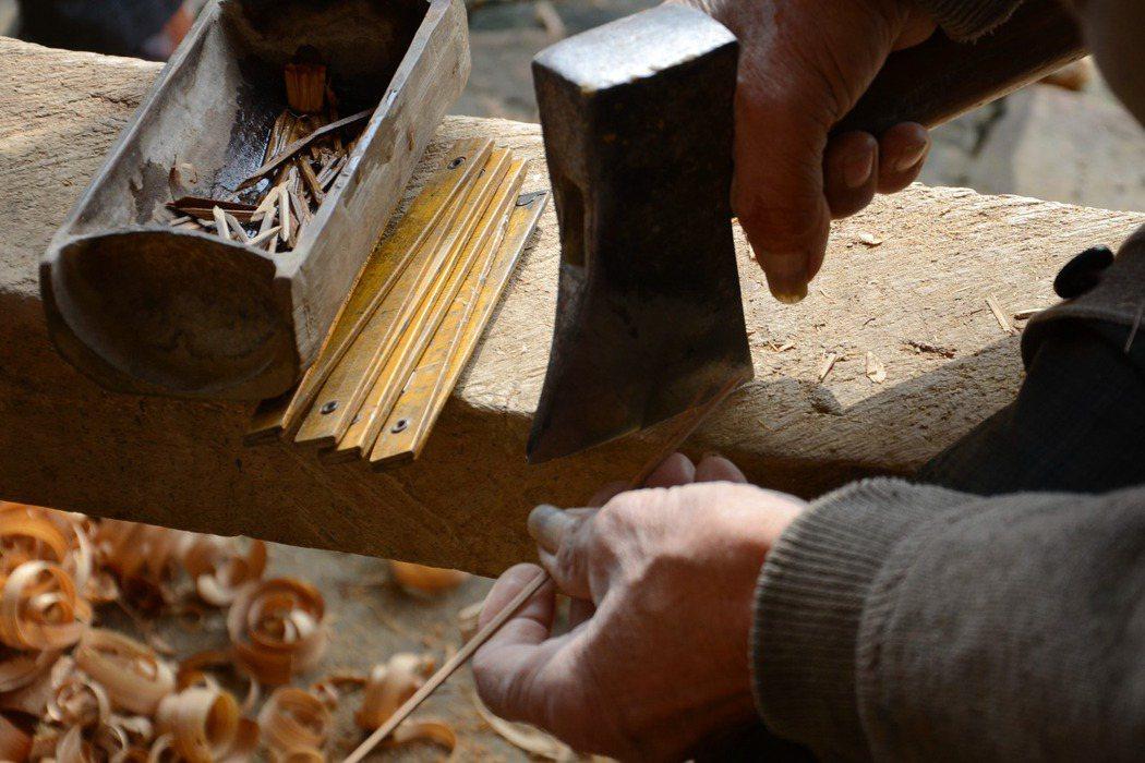 阿立從泥作學徒變成木工學徒。圖非當事人。 圖/新華社