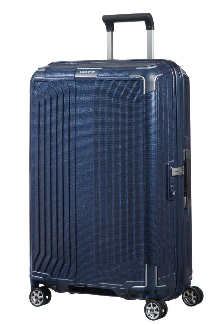Samsonite Lite-Box系列25吋行李箱,22,200元。圖/Sam...