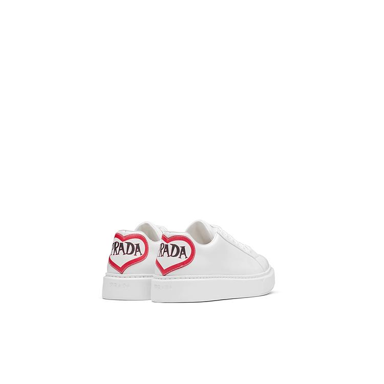 愛心漫畫對話框休閒鞋,27,500元(女款)。圖/Prada提供