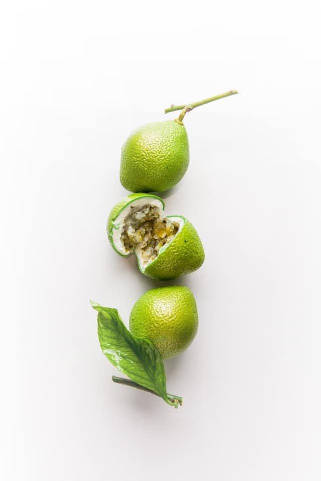 伯爵全新全球品牌大使Cédric Grolet著名的水果雕塑甜點。圖/取自臉書...