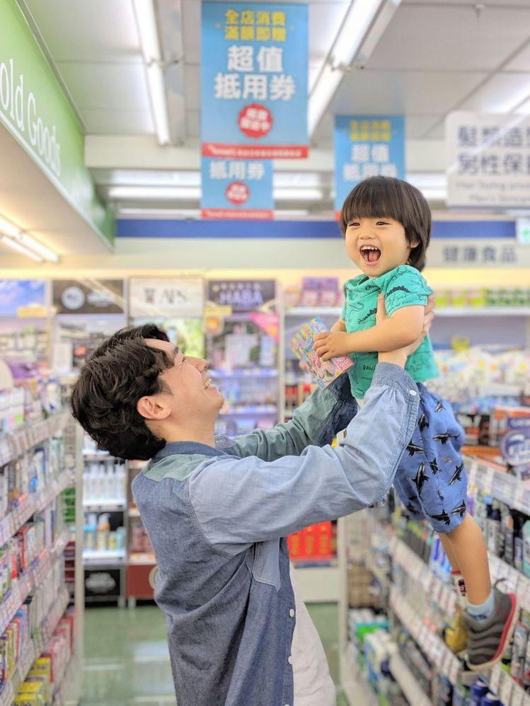 Tomod's會員感謝祭推出近300件商品加1元多1件,採買父親節禮物更優惠。圖...