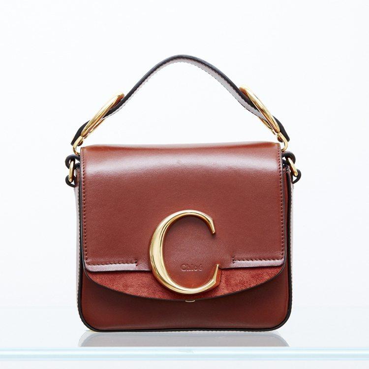 女星撞包的經典款Chloé C咖啡色迷你小方包,售價44,400元。圖/Chlo...
