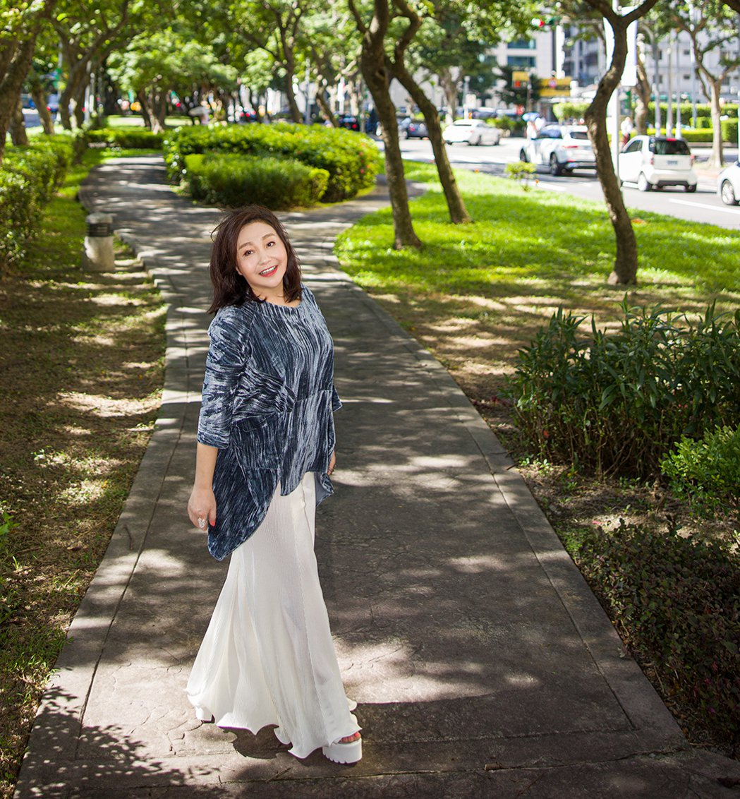 鄭怡暌違28年推出新單曲「記得」,錄音哭到淚崩。圖/阿爾發音樂提供