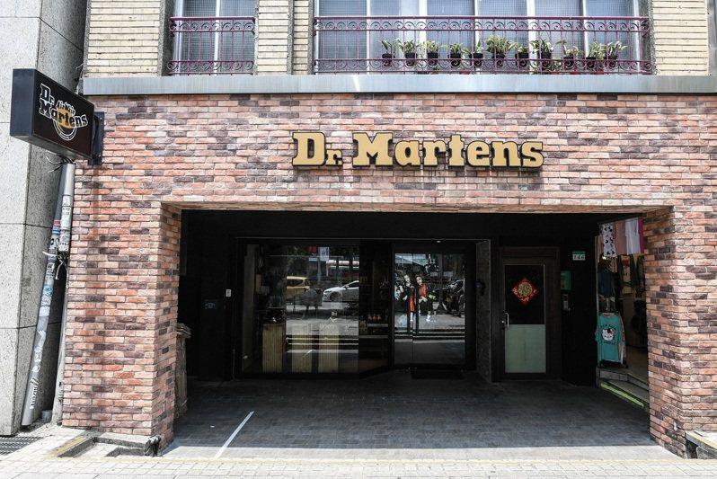 Dr. Martens西門店重新開幕,並且首賣Stud Pack系列。圖/Dr. Martens提供