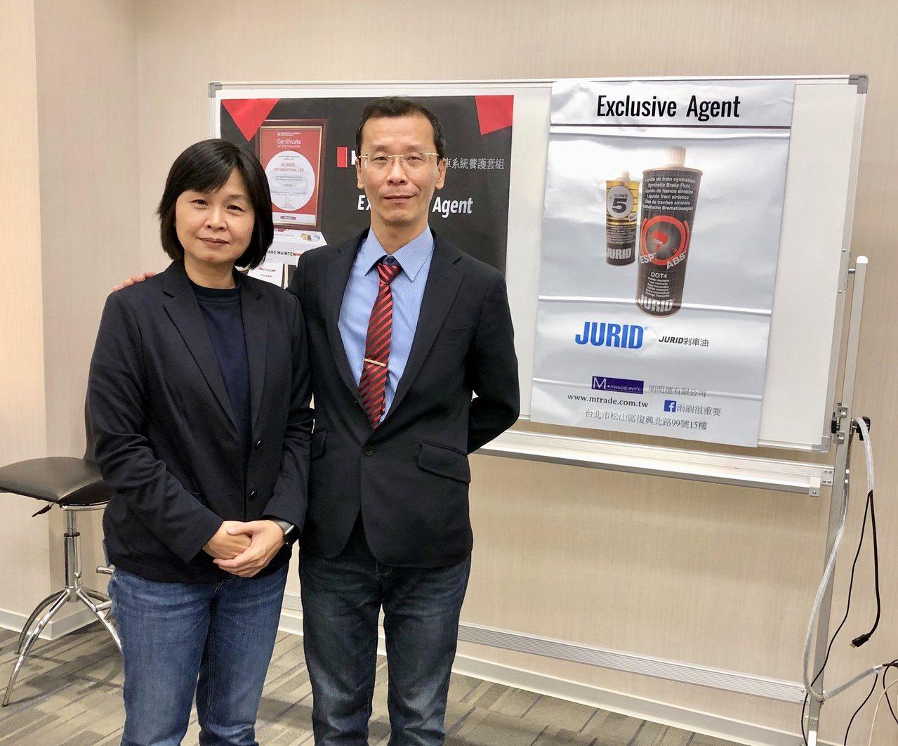 明明德總經理李怡峰(左)與美商輝門台灣區總經理郭建興(右)共同宣布,將合作推動建...