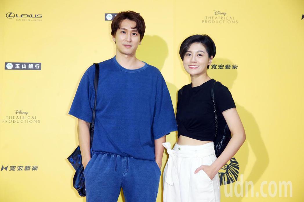邵翔與小蠻昨晚到台北小巨蛋觀看百老匯音樂劇《獅子王》。記者徐兆玄/攝影