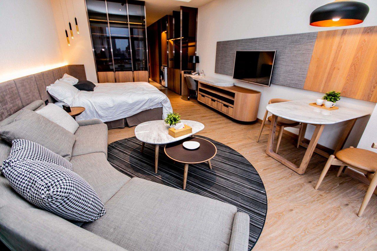 新光人壽最新規劃出租式樂齡宅「新板傑仕堡」即將正式啟用,將久負盛名的酒店式公寓管...
