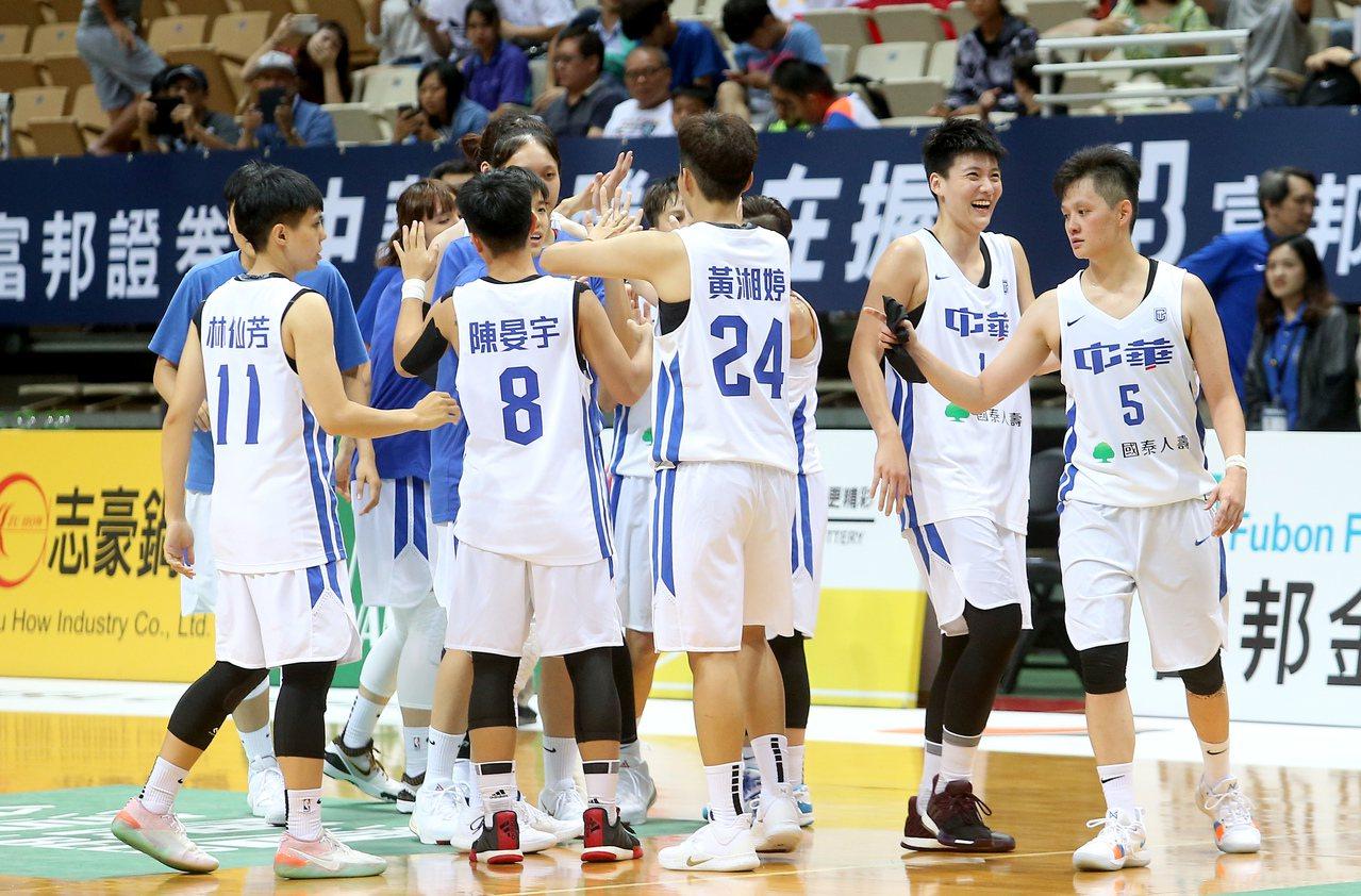 中華隊在分組賽首戰吞敗後,晉級奧運資格賽的希望渺茫。 聯合報系資料照