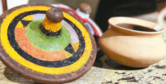南洋的古道具也是市場一支。 侯永全/攝影