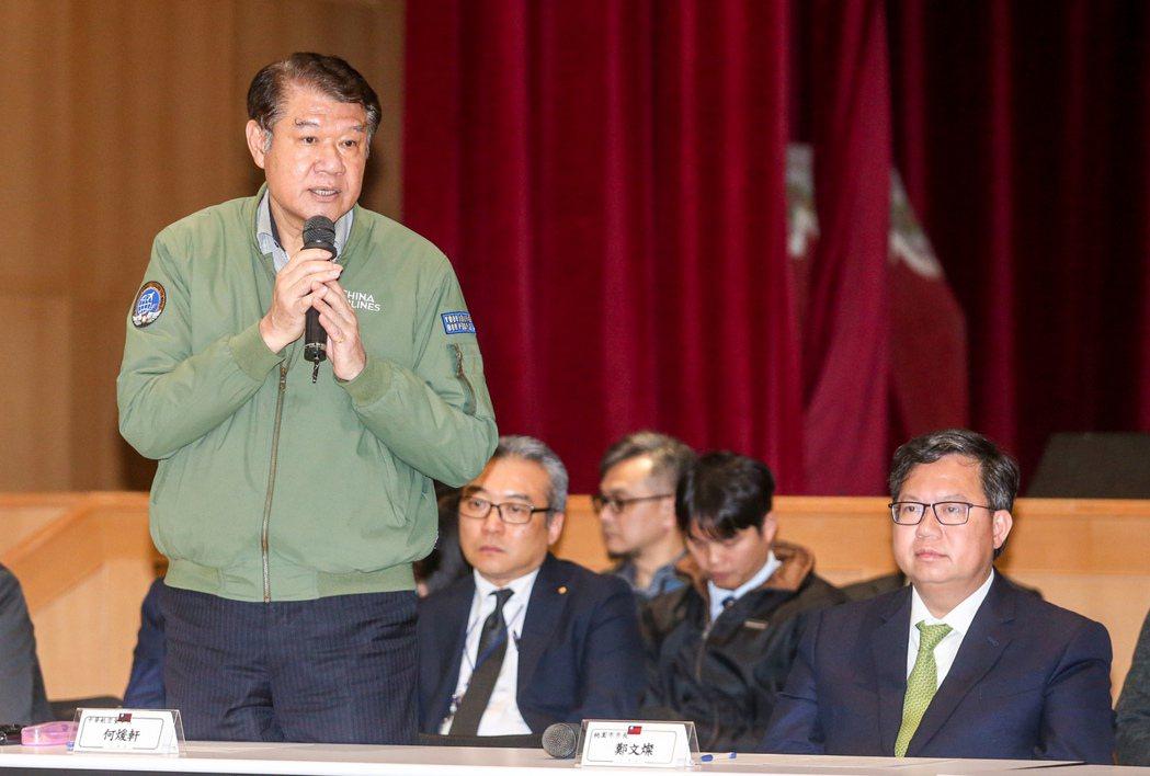 華航前董座何煖軒(左)。 圖/聯合報系資料照片