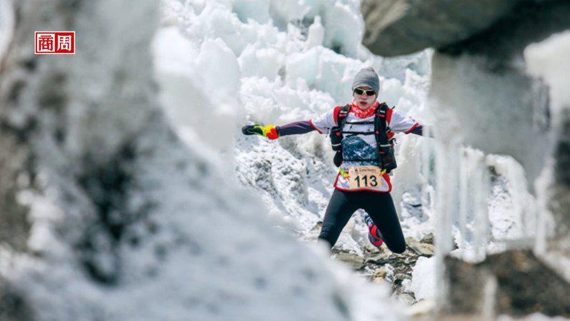 陸承蔚。現職:出色創意創辦人。 運動經歷:聖母峰超級馬拉松、波士 頓馬拉松、戈壁超級馬拉松、單車環島、一日北高 自行車挑戰等。(攝影者.大田出版提供)