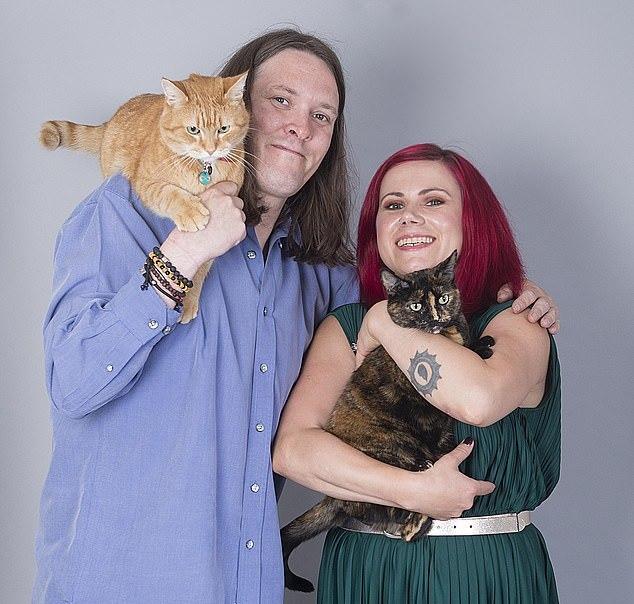 詹姆士與鮑伯因電影《遇見街貓BOB》改變人生,如今一人一貓皆遇上人生摯愛。圖擷自...