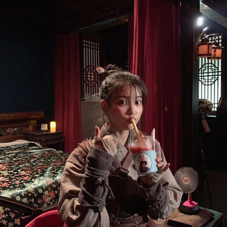 宋承憲以IU粉絲後援會會長自居,送上應援餐車。圖/擷自instagram