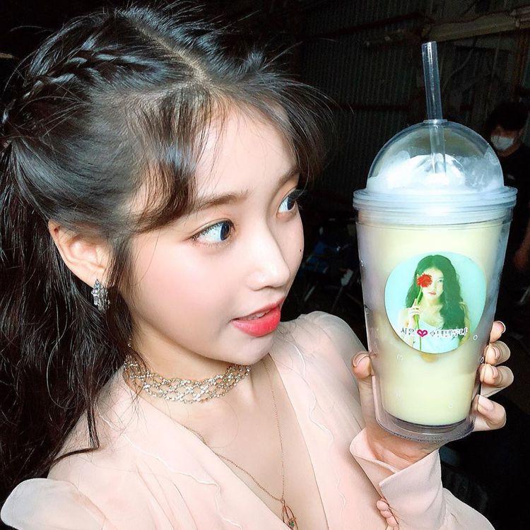 宋慧喬以粉絲身份送IU應援餐車。圖/擷自instagram