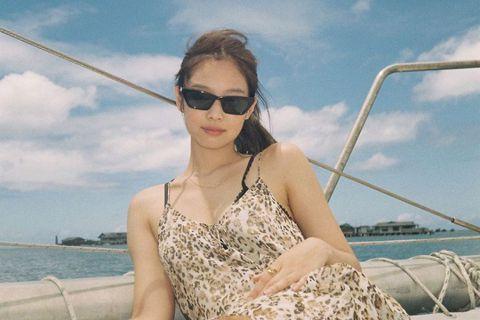 韓國女團BLACKPINK成員Jennie好身材讓人羨慕,她常在社群網站分享生活照、穿搭美照,成熱議話題。她最近分享度假時的美照,再度展現多樣化的穿搭風格,不論是健美風、簡約舒適、還是帥性時尚,或是...