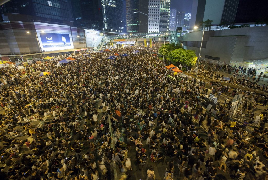 2014年香港雨傘革命,市民上街佔領夏愨道。 圖/歐新社