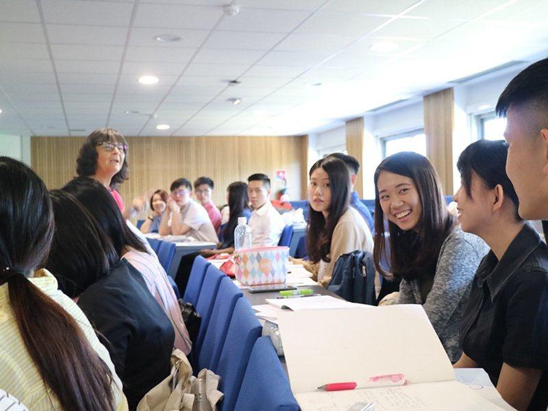 中金院連續三年辦理暑期海外見習,安排學生公費前往法國雷恩商學院學習,培養跨國智慧...