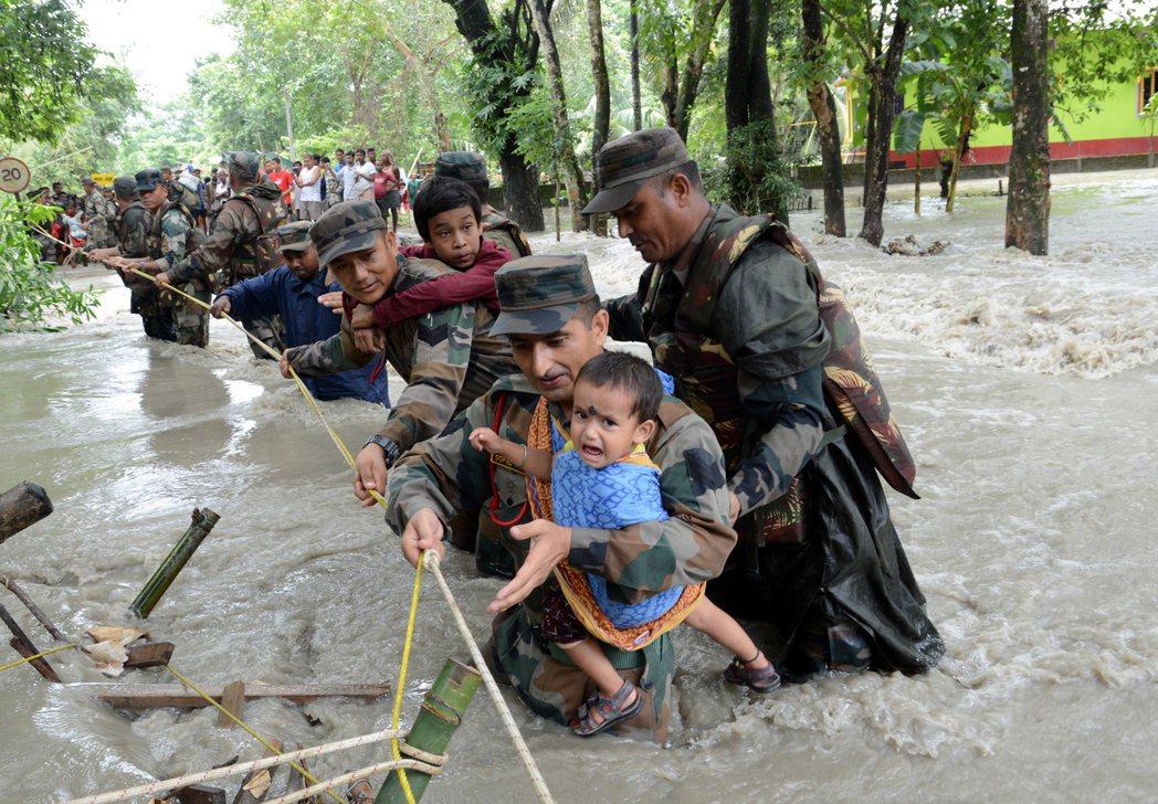 儘管官方動員大批人力與資源救災,但每年都要來一次,政府救災應變系統、防洪與基礎建...