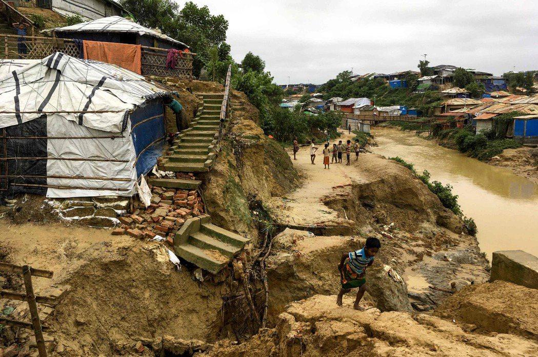 在暴雨、土石流、雷擊等災情衝擊之下,部分被孤立還未能被併入計算的偏遠災區,以及不...