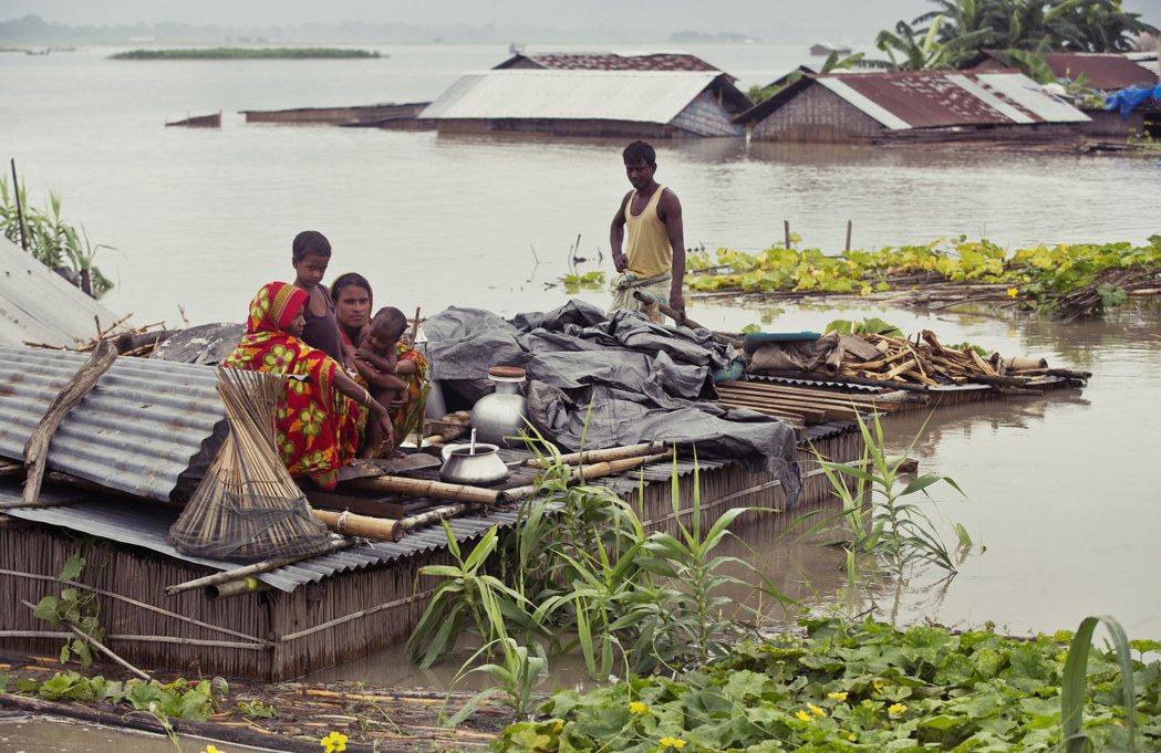 兩國地緣關係緊密,有6,000多條大小河流,從尼泊爾境內往南流入印度北部;錯綜複...