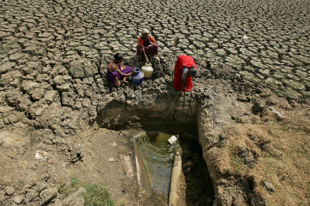 在氣候變遷威脅下,印度北部淹大水、南部大乾旱的極端氣候,恐在未來成為極端氣候的「...