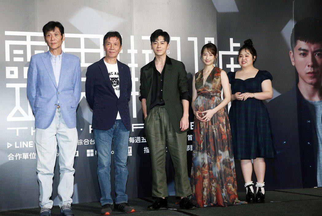 《靈異街11號》主要演員喜翔(左起)、太保、李國毅、簡嫚書、大文等人出席。本報資...
