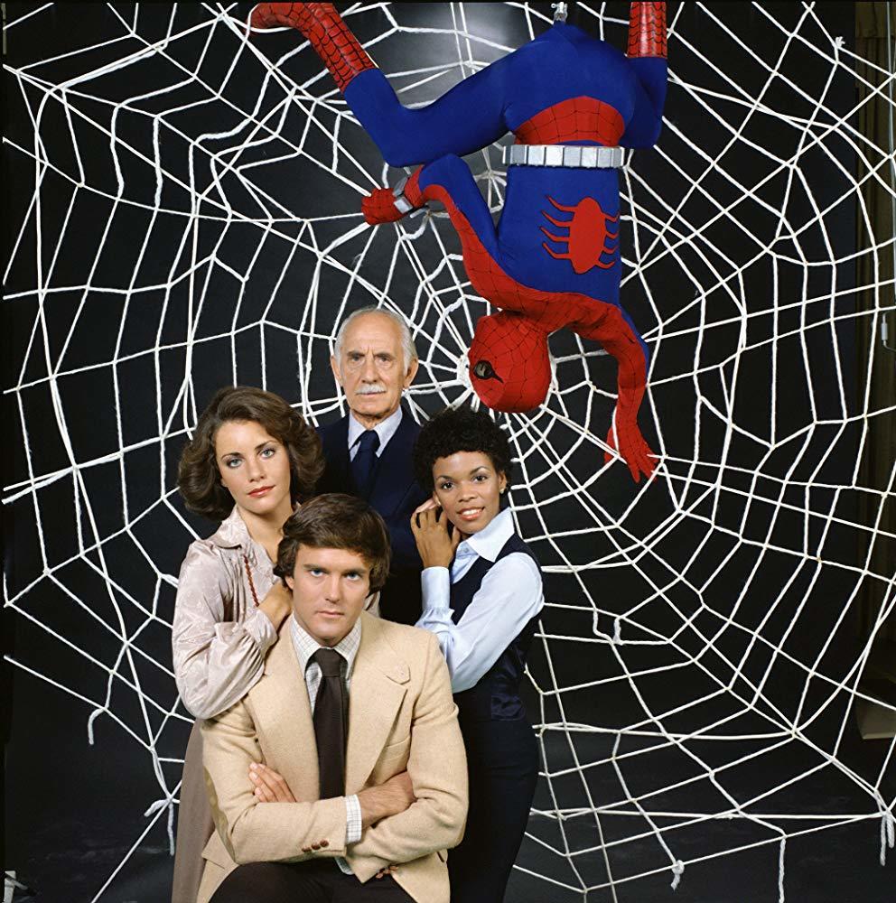 尼可拉斯漢蒙(前中)是第一位在真人影片中扮演「蜘蛛人」的男星。圖/摘自imdb