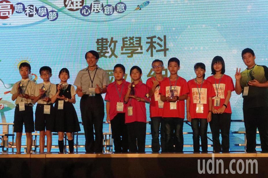 「中華民國第59屆中小學科學展覽會」在高雄展覽館舉行頒獎典禮。記者徐如宜/攝影