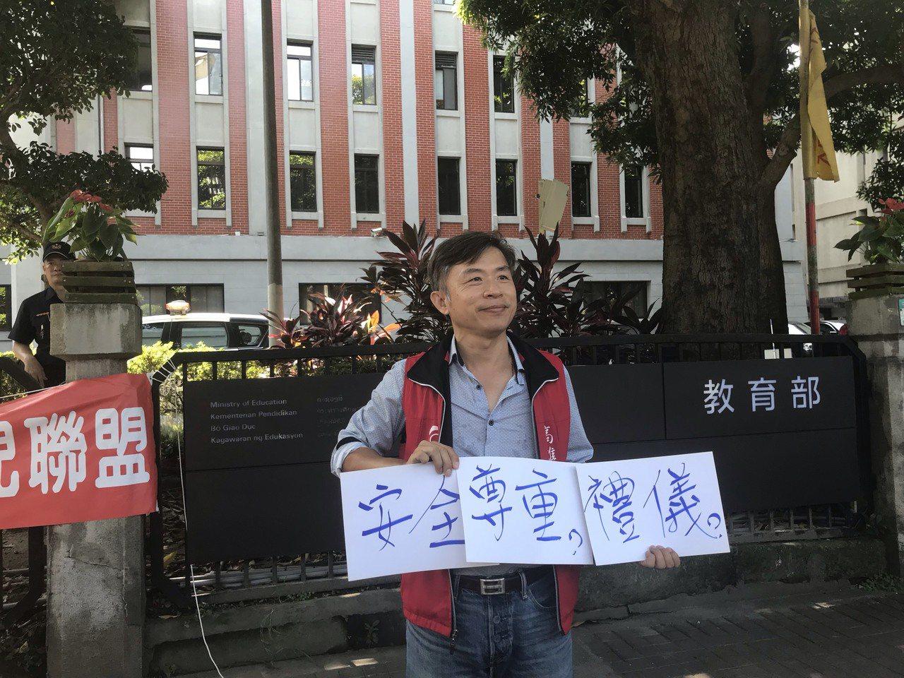 高雄市家長協會理事長洪志和反對服儀解禁。記者潘乃欣/攝影