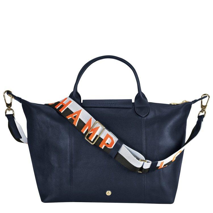 Le Pliage Cuir Webbing海軍藍中型手提包,售價26,100元...