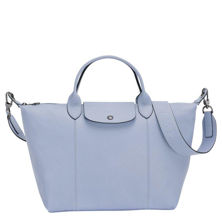 Le Pliage Cuir雲藍色中型手提包,售價23,200元。圖/LONGC...