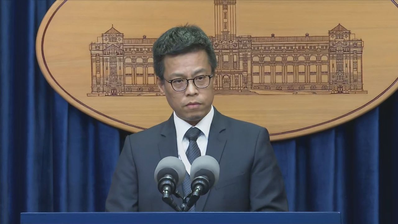 總統府發言人黃重諺今天表示涉及全案的訂購人員,沒有總統府與國安會的政務與機要人員...