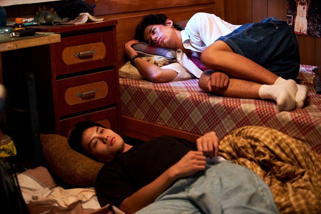 范少勳、朱軒洋在「下半場」演出一對追逐籃球夢想的兄弟。圖/逆光提供