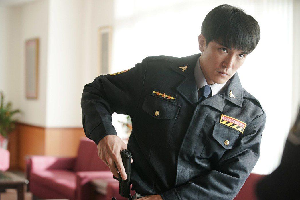 邱澤在「第九分局」飾演擁有通靈體質的菜鳥警探。圖/甲上提供