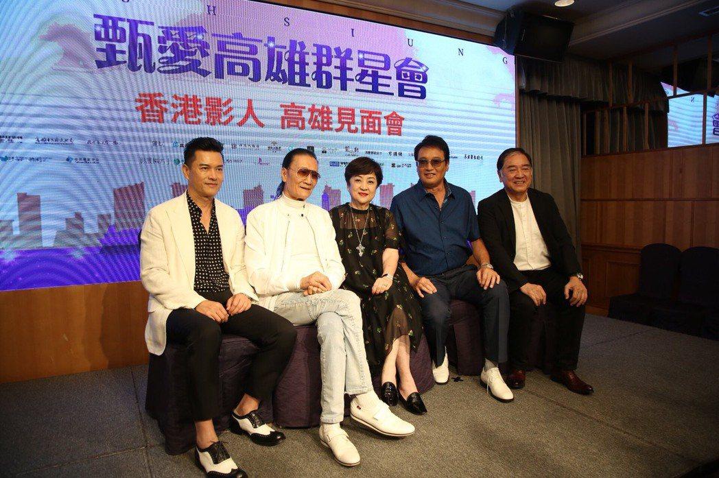 呂良偉(左起)、謝賢、秦祥林、秦沛都曾赴高雄力挺甄珍(中)。圖/報系資料照片